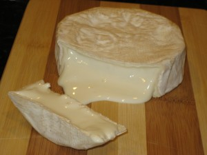 Camembert At 34 Days, Cut At 10C 50F, Body Excessively Liquid - CheeseForum.org